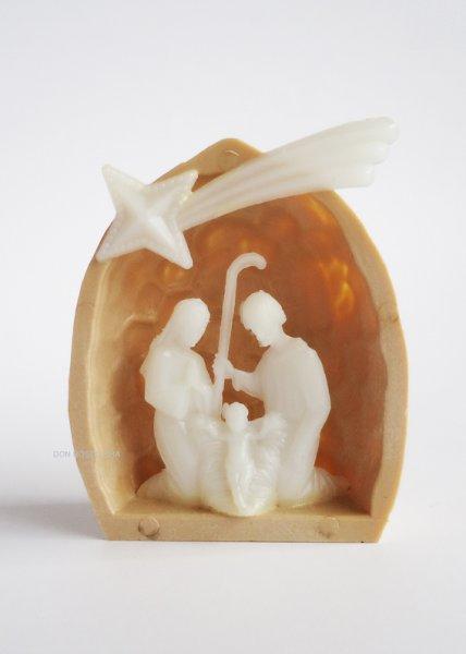 画像1: プラスチック製 クルミ型 蛍光聖家族像 H5cm (1)