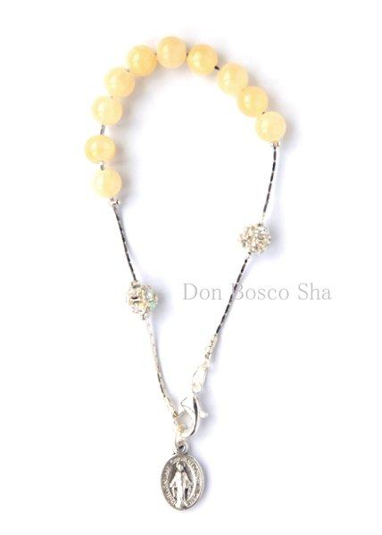 画像1: ロザリオブレスレット 天然石(染色ひすい) 6mm珠 ベージュ (1)